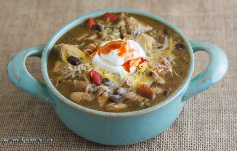 Hearty Crock Pot Slow Cooker Chicken Chili Recipe via easycrockpotrecipe.com