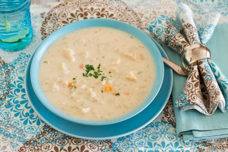 crock pot chunky cauliflower soup recipe via easycrockpotrecipe.com