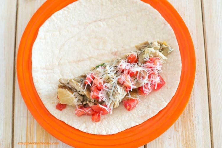 Greek Chicken Wraps made in the slow cooker via easycrockpotrecipe.com
